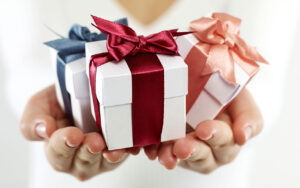 Benefits Of Giving Reward Hampers